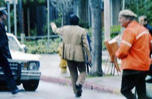 Detective Woody Hoke giving direction
