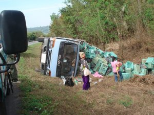 Isuzu_truck_overturned