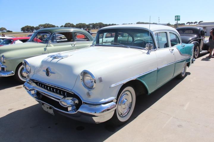 1955 Olds 88_LI